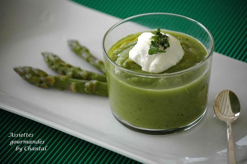 Mousseline d asperges en capuccino de coriandre - Une mousseline en cuisine ...