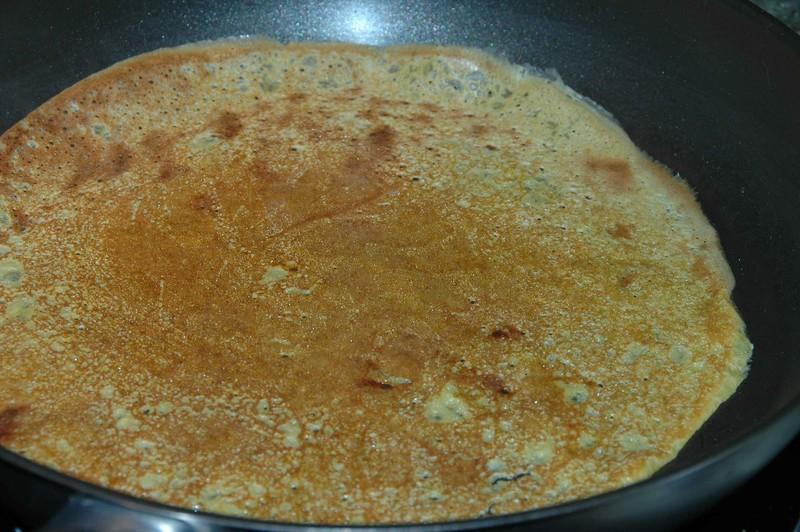 Bient t la chandeleur la recette des cr pes sauce caramel au beurre sal et citron vert selon - Pourquoi laisser reposer la pate a crepe ...