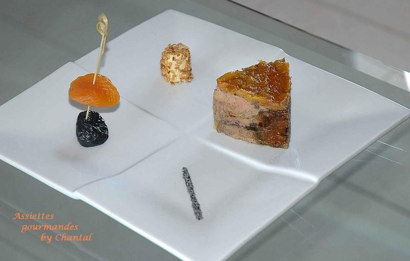 Foie gras aux fruits secs et son bonbon - Decoration foie gras assiette ...