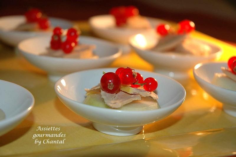 Idee Deco décoration assiette de foie gras  Toast poire foie gras aux groseilles