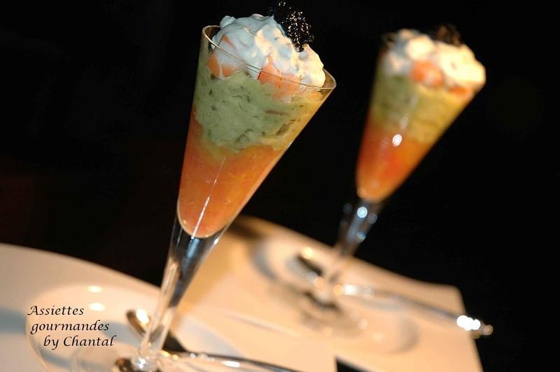 Cocktail de crevettes sur une gel e d agrumes et pur e d avocat - Comment presenter des crevettes en entree ...