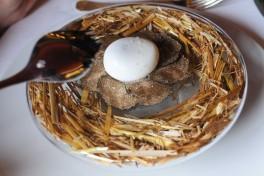 Oeuf pourri à la truffe, sabayon de truffe et purée de truffe - Gilles Goujon - auberge du vieux puits