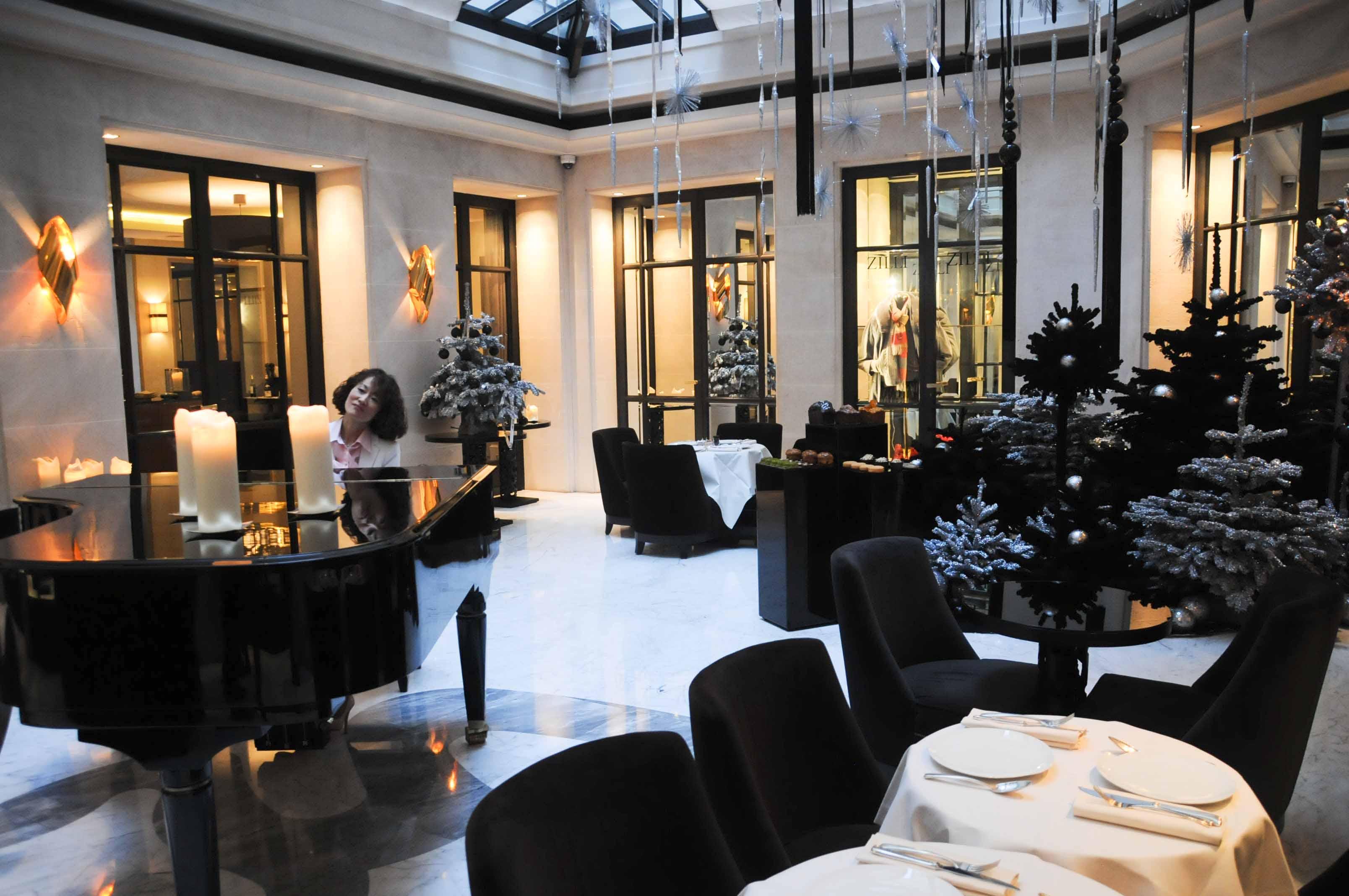 D 233 Jeuner Au Restaurant Le Baudelaire H 244 Tel Burgundy Paris