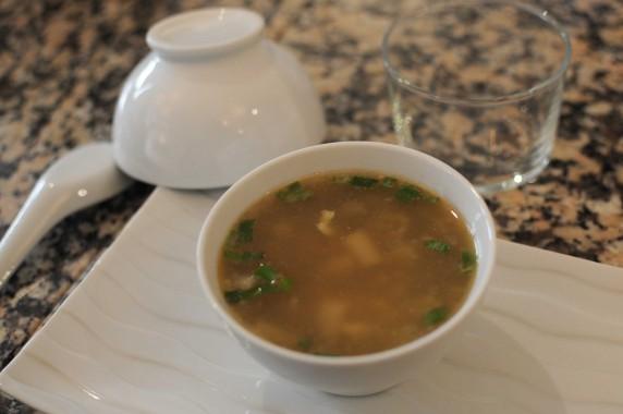 Soupe chinoise aux asperges et aux champignons de bois