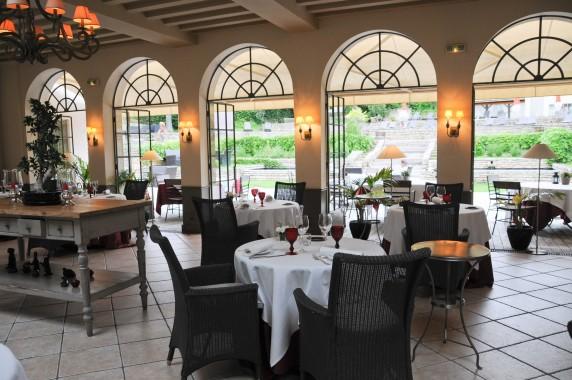 restaurant gastronomique du chateau de courban la table. Black Bedroom Furniture Sets. Home Design Ideas