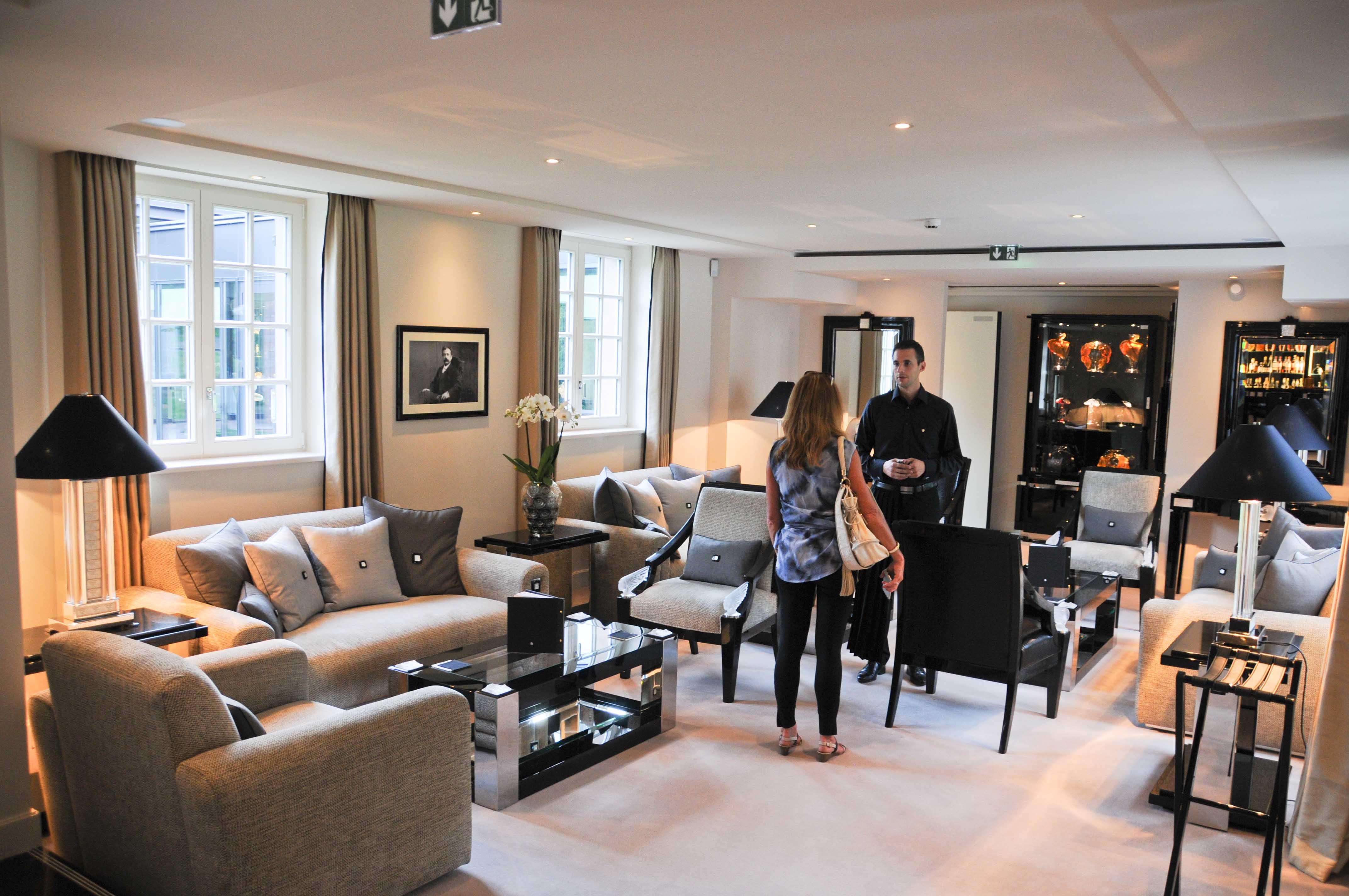 villa ren lalique. Black Bedroom Furniture Sets. Home Design Ideas