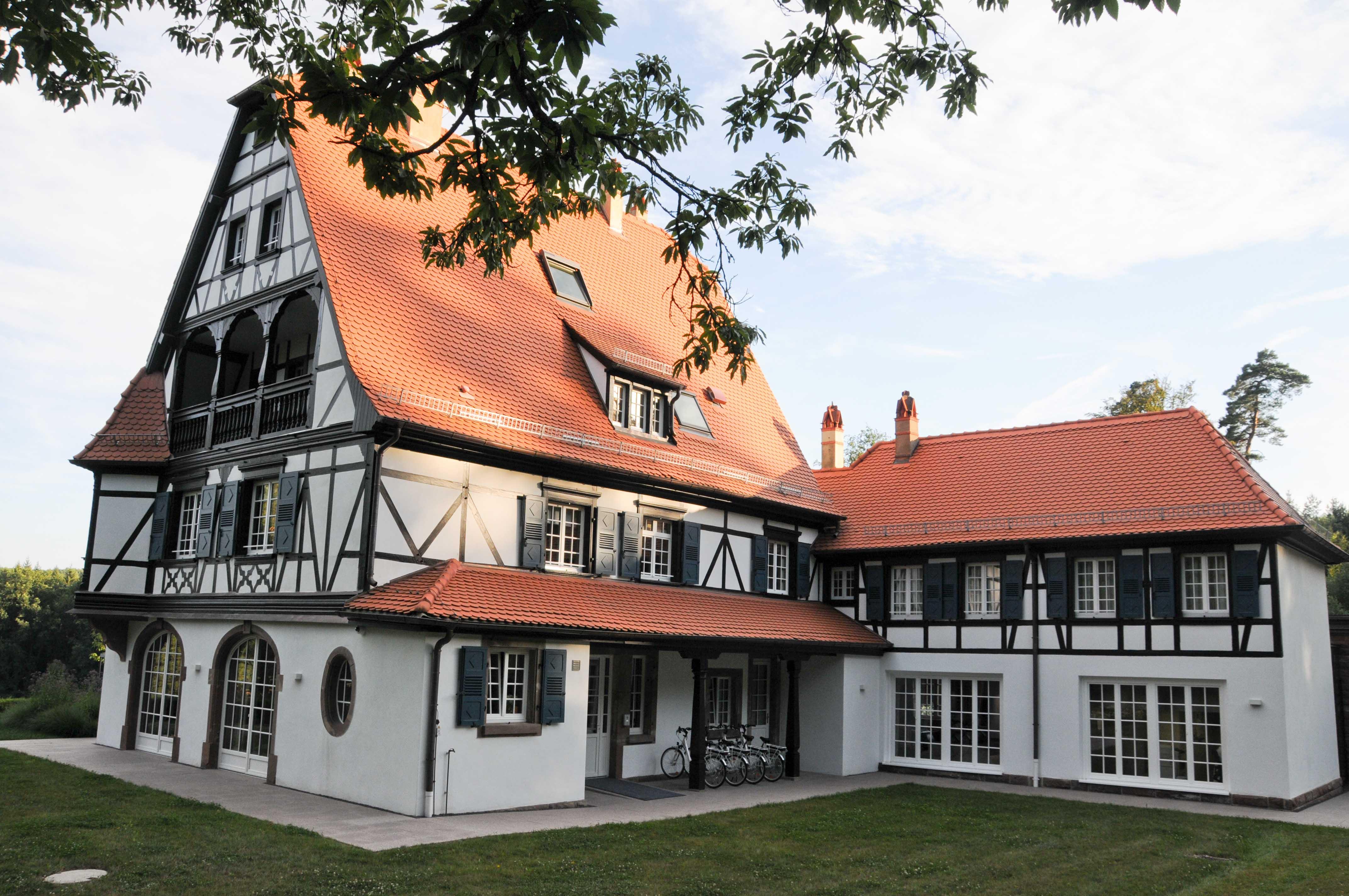 diner la villa ren lalique by jean georges klein et. Black Bedroom Furniture Sets. Home Design Ideas