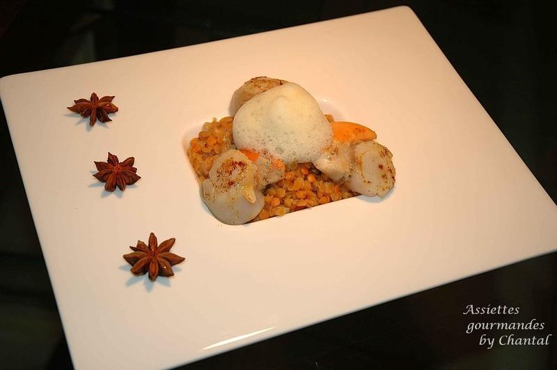 Noix de Saint-Jacques, lentilles corail confites et écume de badiane