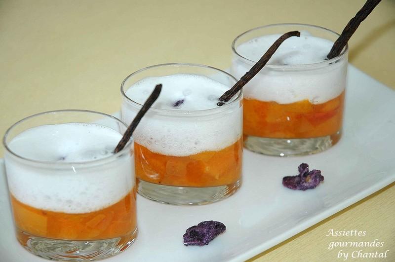 Compotée d'abricots et espuma à la violette
