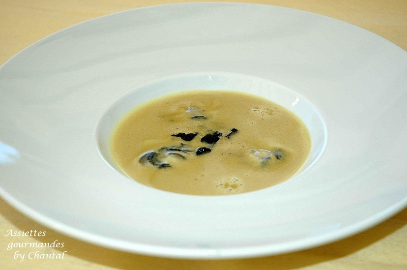 Velouté de foie gras, huîtres et truffe