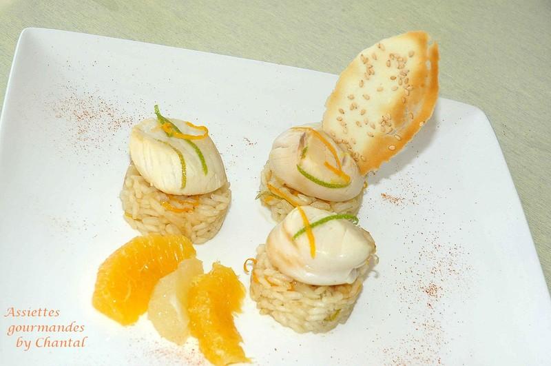 Saint-Jacques poêlées et risotto aux agrumes, croustillants au sésame