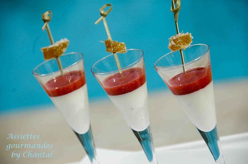 Panna cotta (Panacotta) au gingembre et coulis de fraise