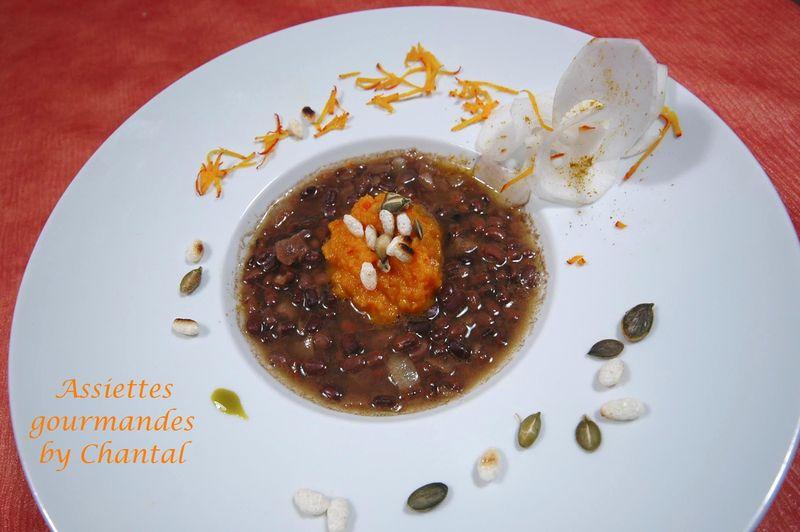 Haricots Azukis, purée de potimarron au curcuma, graines de courge torréfiées (Laurence Salomon)