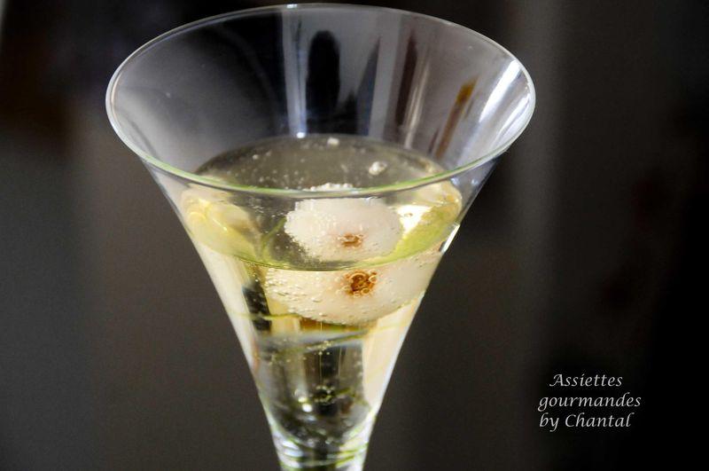 Cocktail au champagne et aux litchies