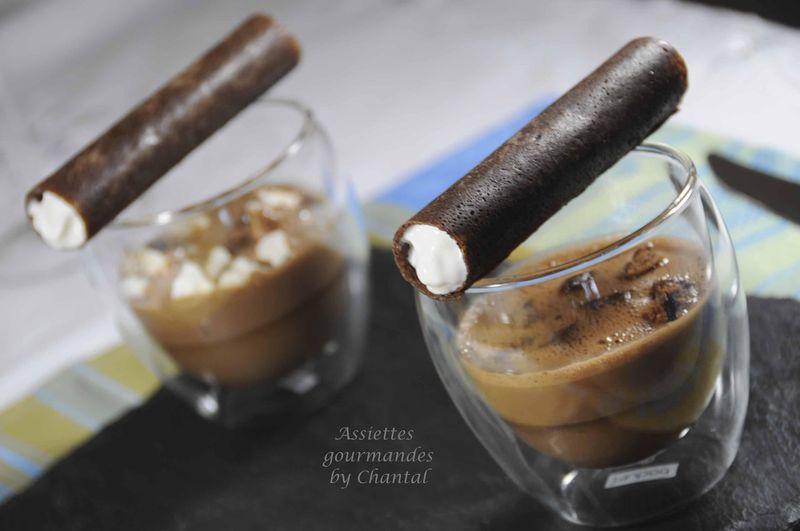 Crème au chocolat, écume chocolat et croustillant grué de cacao/tonka
