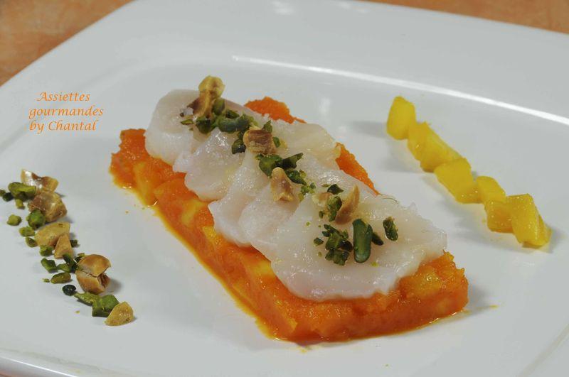 Carpaccio de Saint-Jacques, mousseline de carottes et mangue