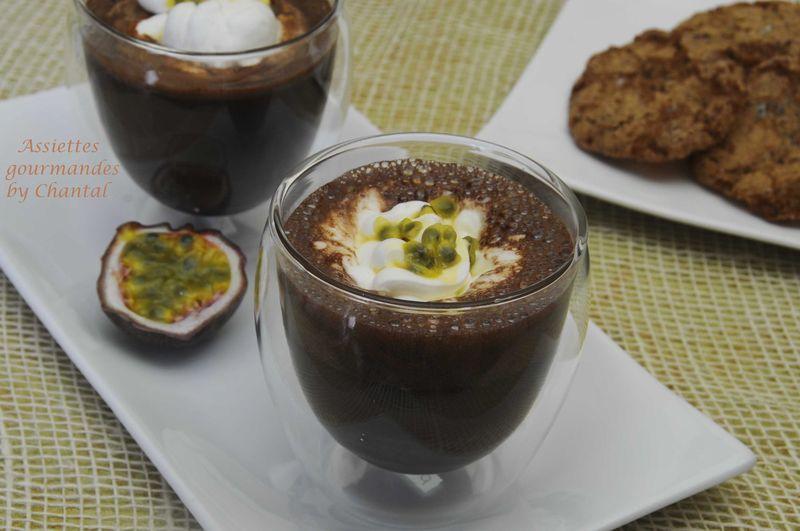 Chocolat chaud au caramel et mousse passion