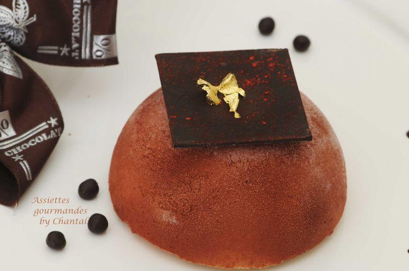Dôme crème de marron, poires caramélisées et biscuit chocolat