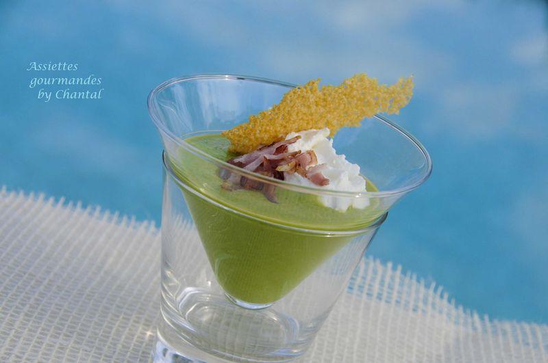 Crème de petits pois au citron confit, espuma et tuile parmesan