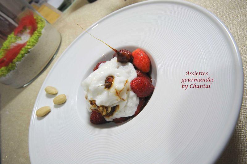 Poêlée de fraises, glace yaourt et espuma orgeat, selon Christophe Aribert