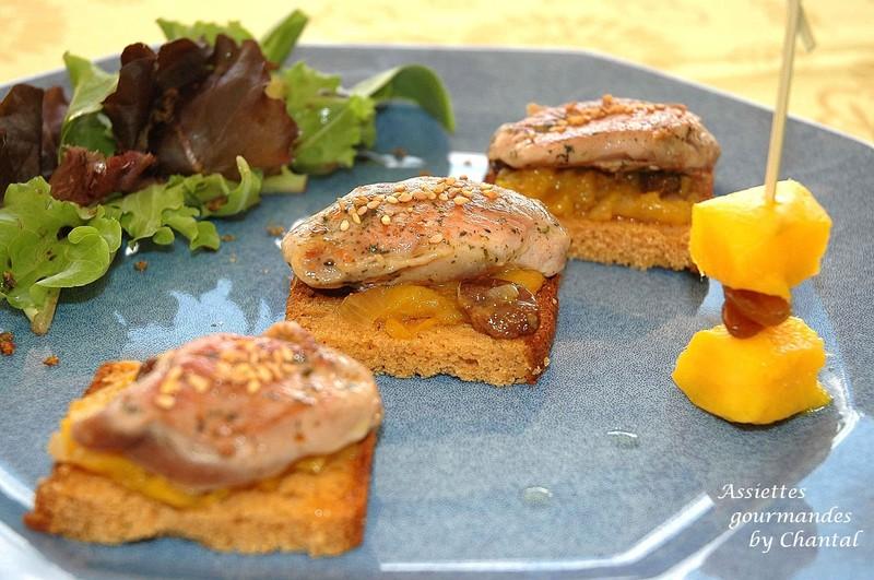 Filets de cailles sur canapés de pain d'épices et chutney à la mangue