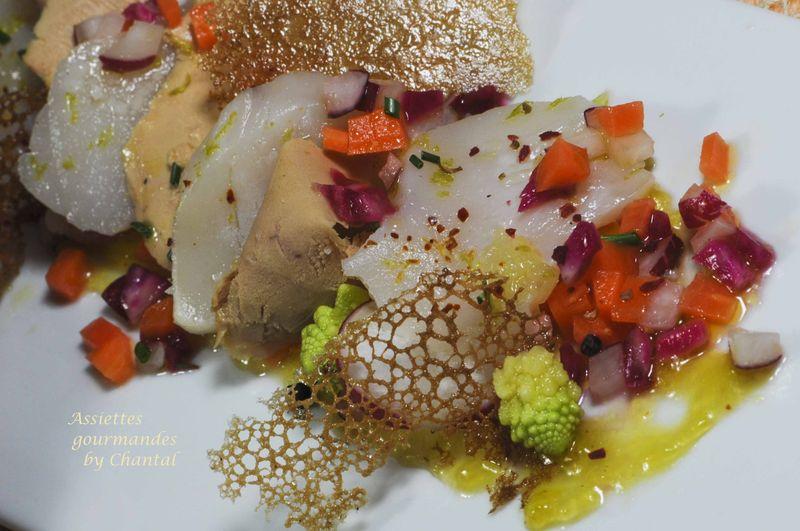 Foie gras et noix de Saint-Jacques marinées, légumes croquants et condiment à l'orange amère