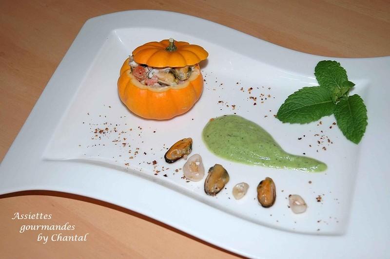 Mini courge farcie aux fruits de mer et sa crème courgette-menthe