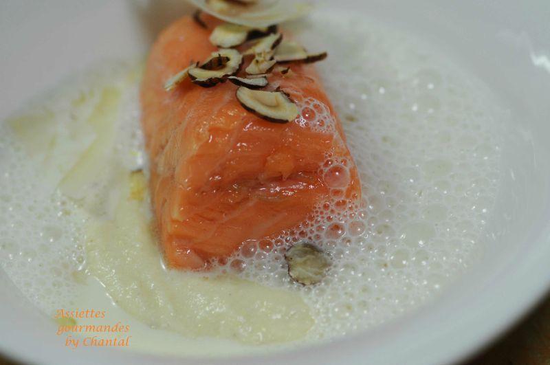 Saumon basse température, purée d'artichaut à la truffe et lait mousseux au Parmesan