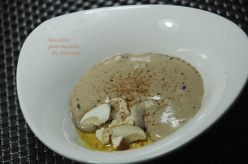 Cappuccino de cèpes, royale de foie gras et parfum de fève tonka