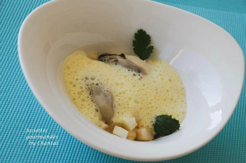 Huîtres pochées, crème de céleri au coco, poire et émulsion curry