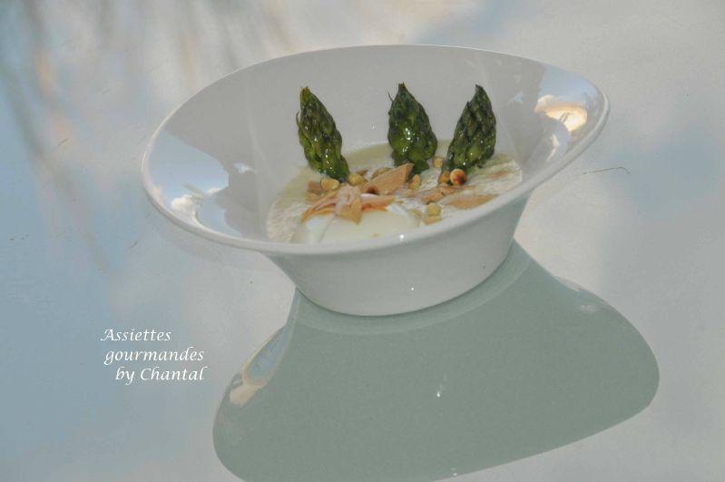 Velouté d'asperges, oeuf mollet et foie gras