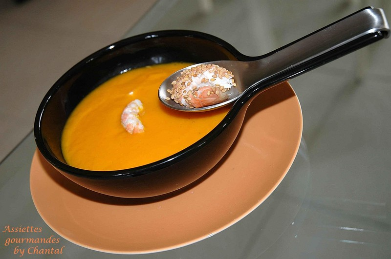Carottes, coco et gingembre dans leur velouté accompagné de langoustines