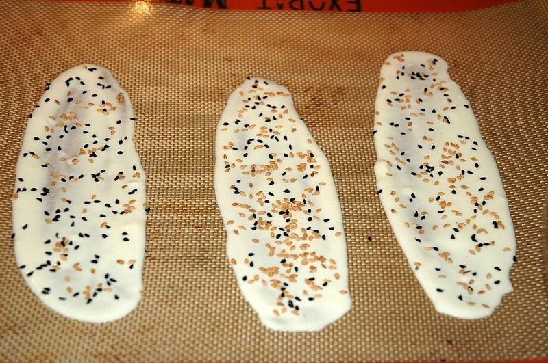 Tuile salée, graines de nigelle