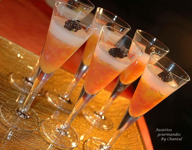 Gelée d'agrumes et de vodka au caviar présentée en verrine