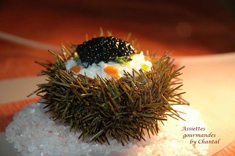 Oursins farcis au crabe, brunoise de légumes et caviar