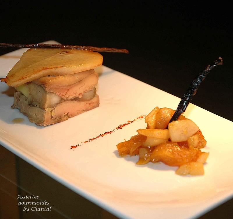 Foie gras caramélisé aux poires et aux abricots