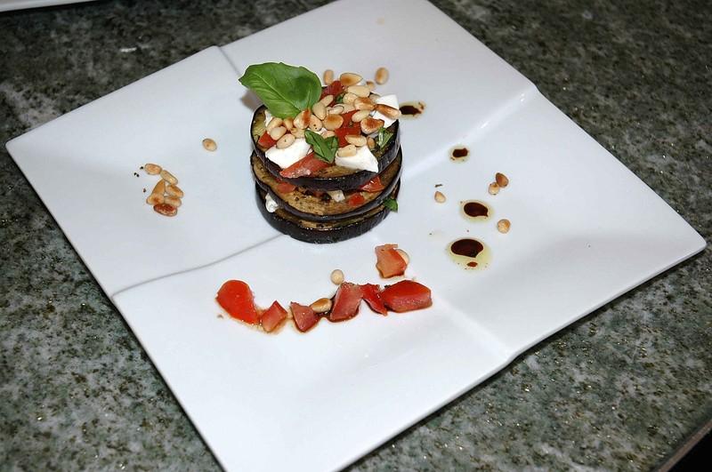 Millefeuille d'aubergine, tomates et mozarella