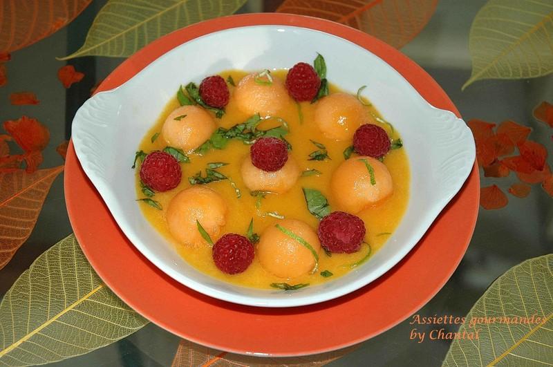 Soupe de melon et framboises au citron vert et basilic