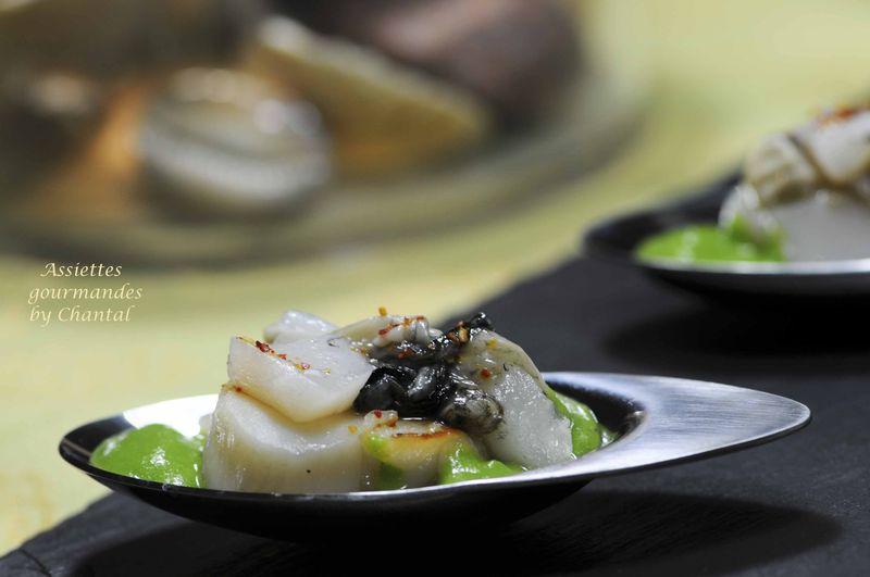 Saint-Jacques snackées et en tartare, huîtres, coulis de cresson au gingembre