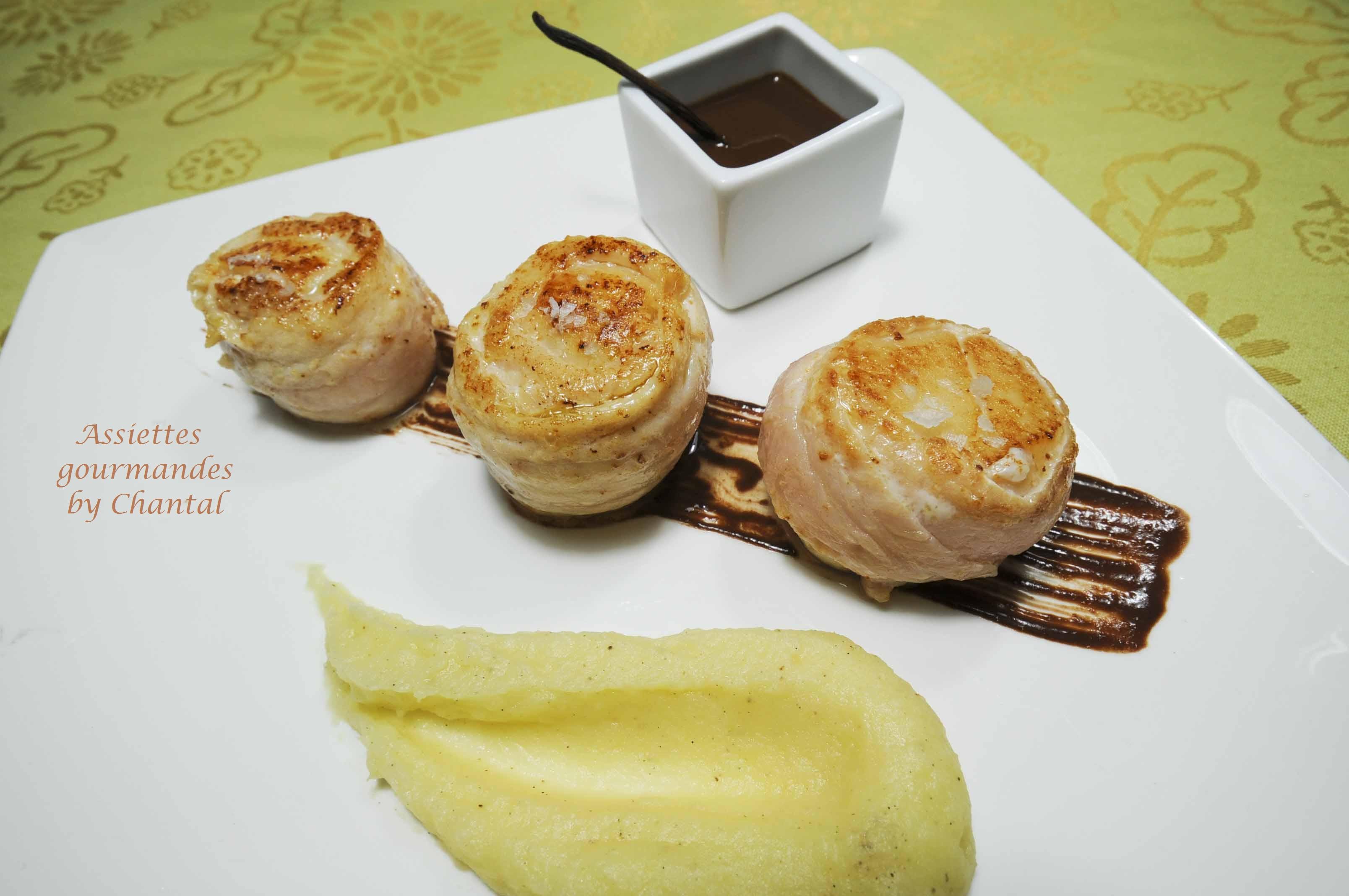 Filets de sole aux Saint-Jacques, purée de panais à la vanille et coulis de chocolat épicé