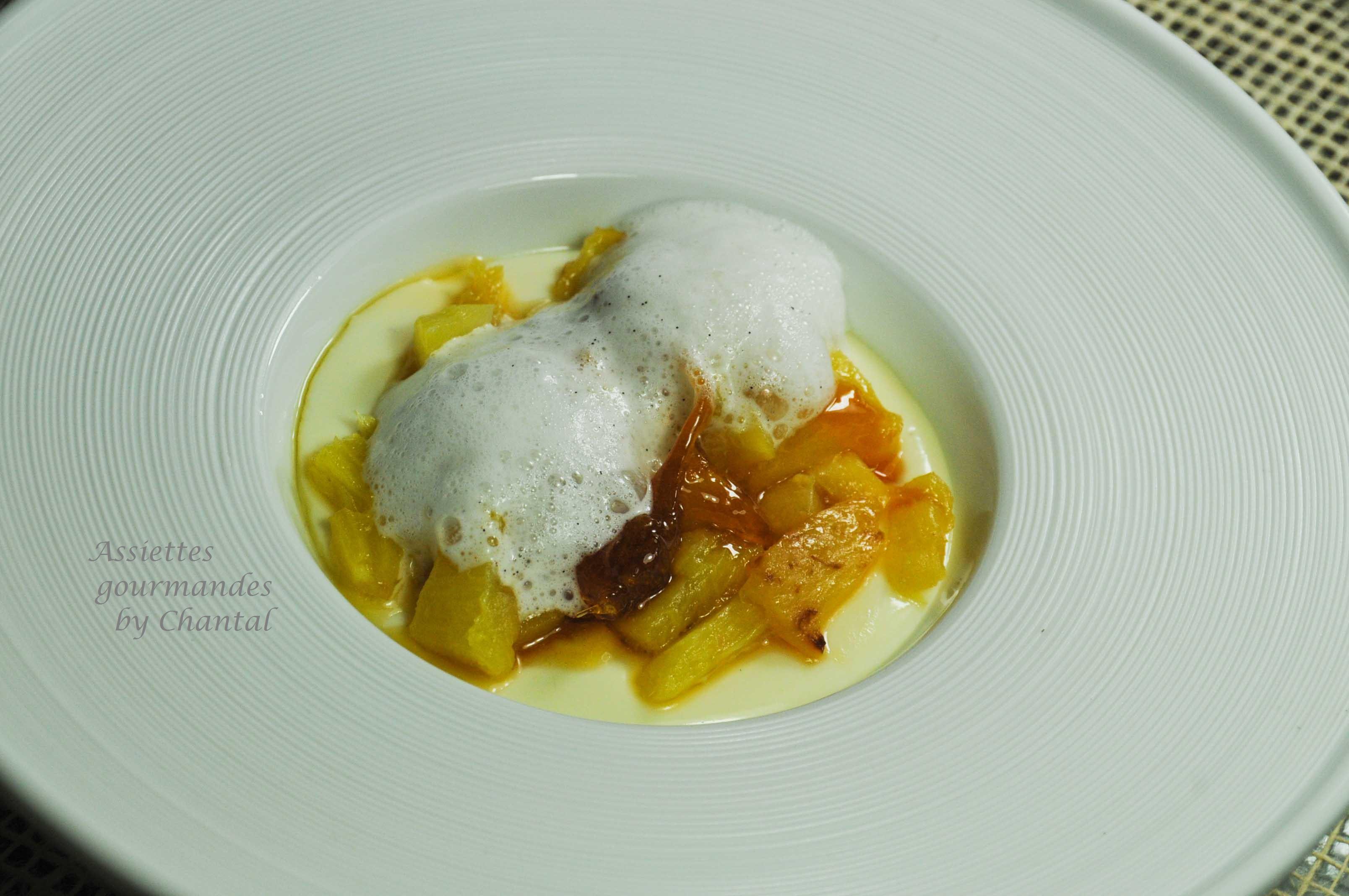Panna cotta vanille, ananas caramélisé au caramel d'agrumes et émulsion vanille