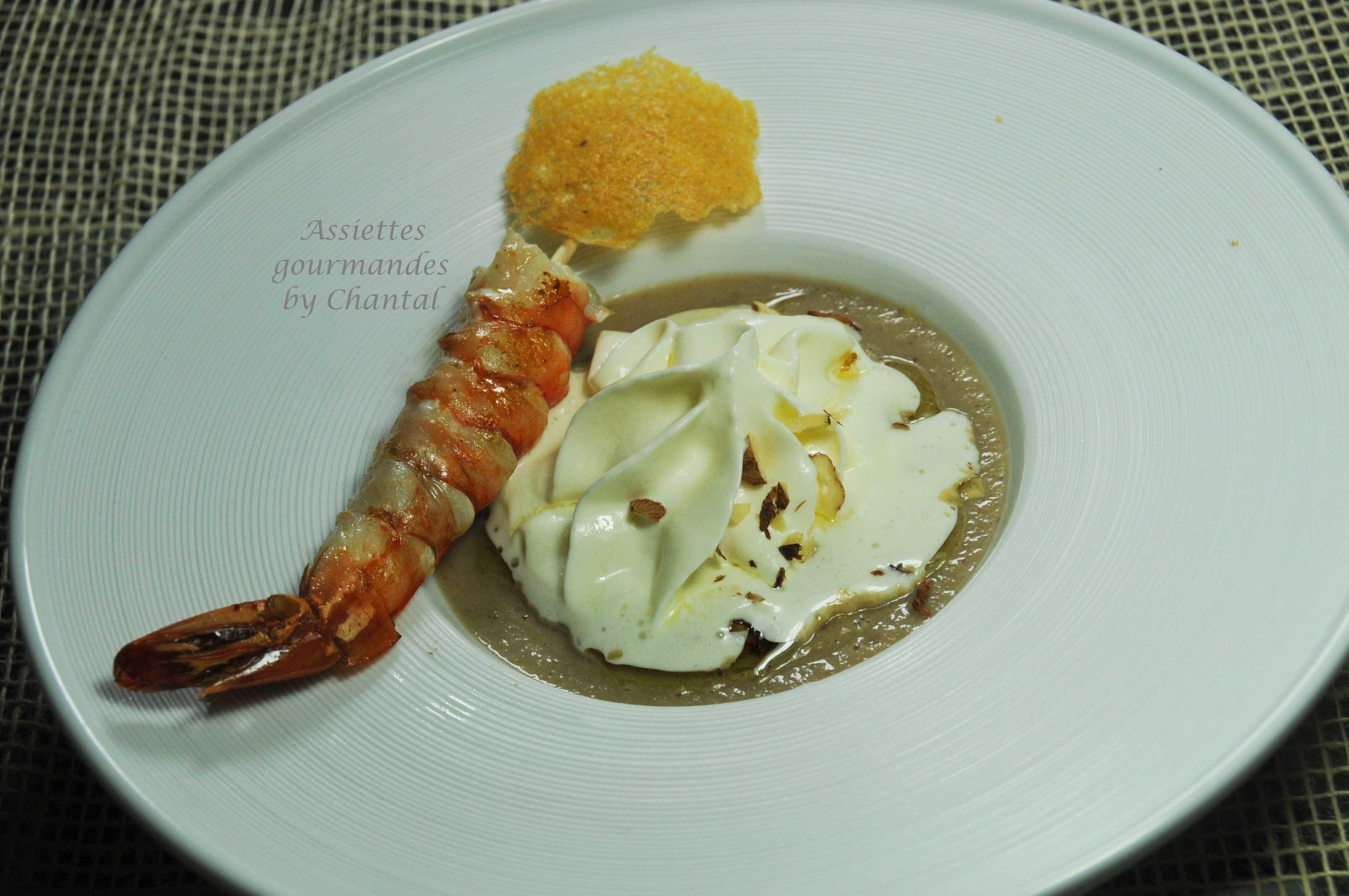 Velouté de cèpes, espuma Parmesan et gambas poêlées