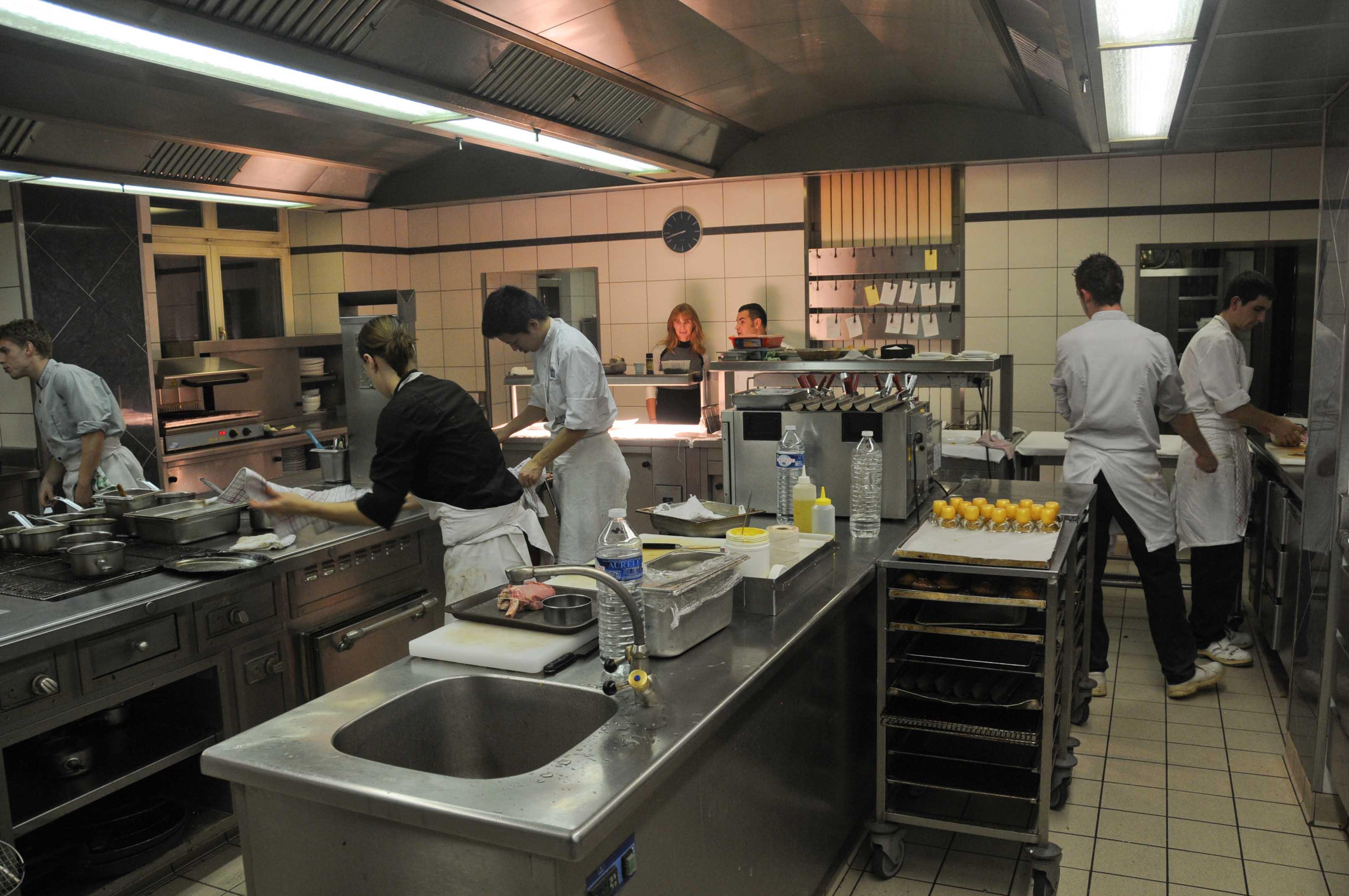 Dans les cuisines du Château d'Adoménil, chez Cyril et Sophie Leclerc