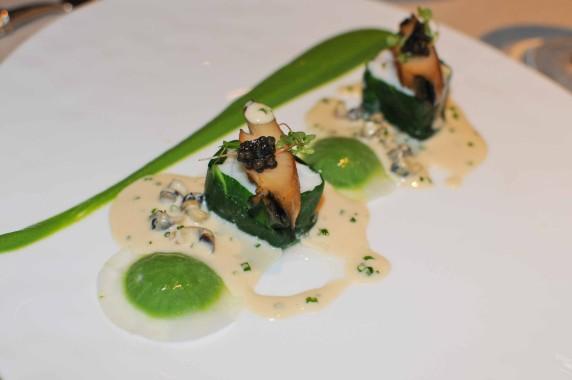 Turbot en feuille de blette, ormeaux, caviar, crémeux de brocolis