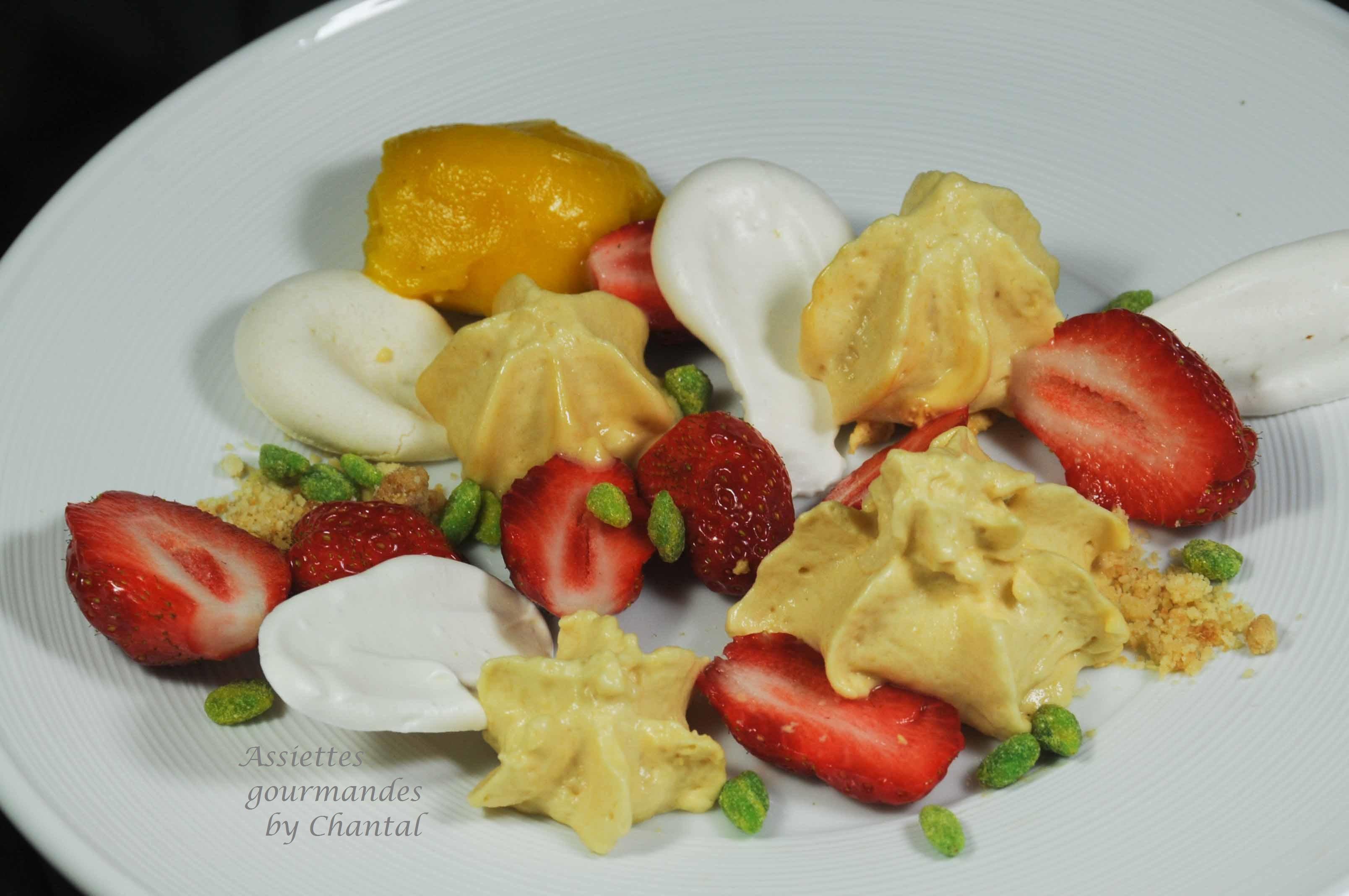Caramel au beurre salé au siphon, fraises et sorbet poivron