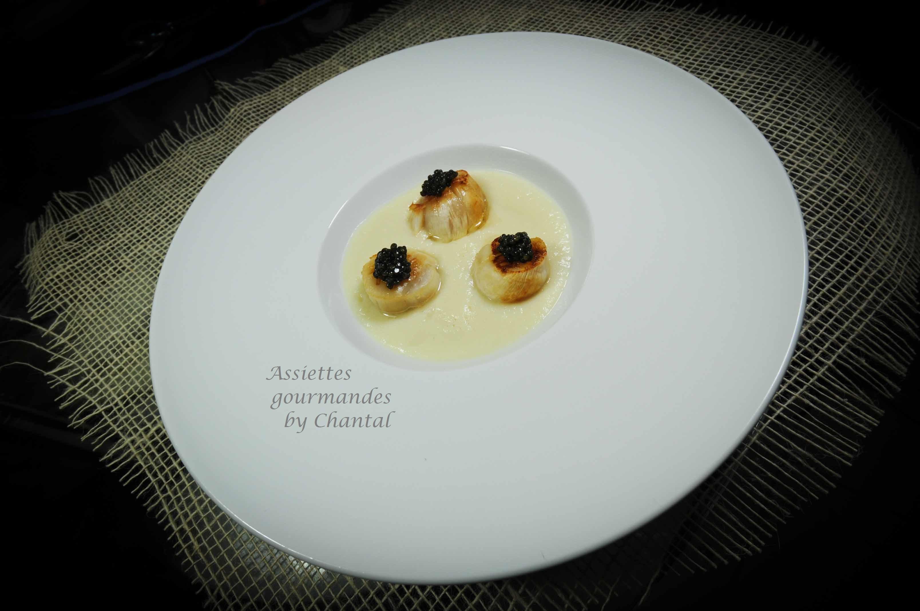 Crème de chou-fleur, caviar et Saint-Jacques