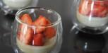 Panna cotta basilic et salade de fraises