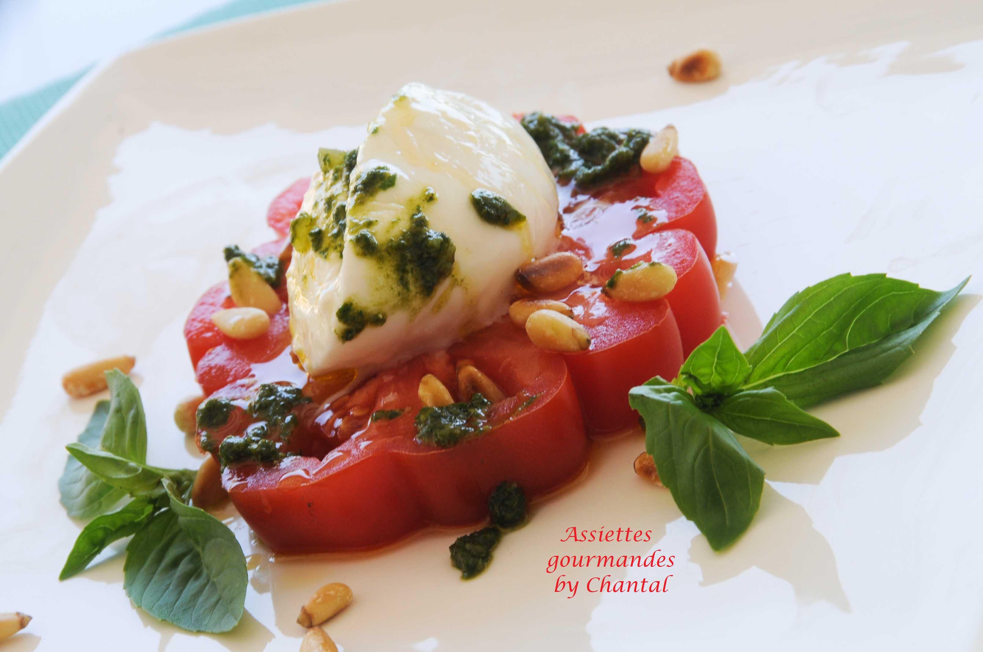 Burrata et tomate en salade - Decoration de salade sur assiette ...