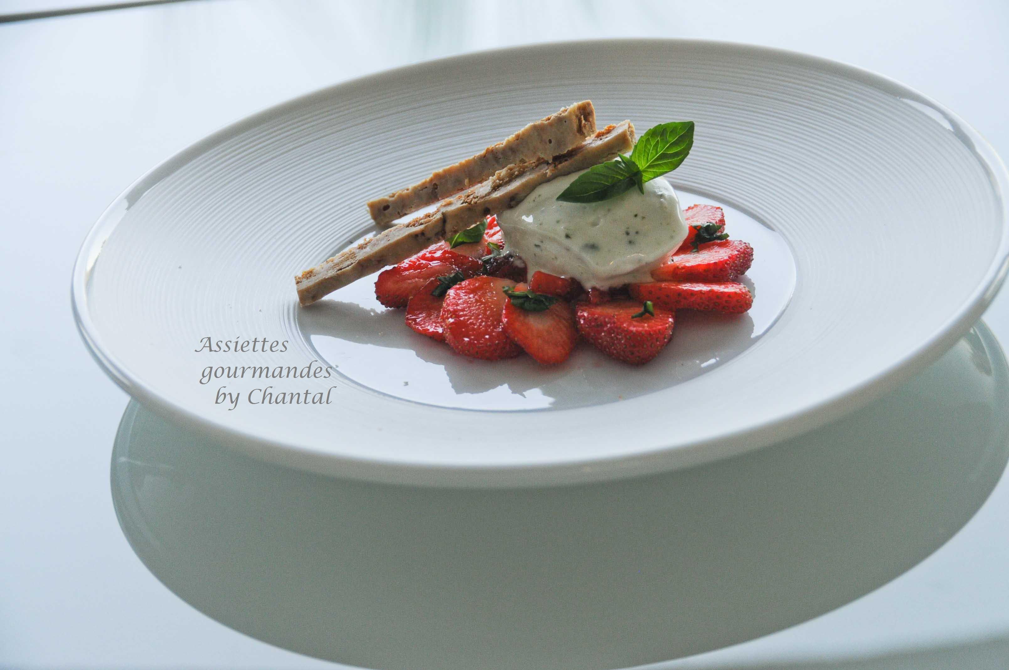 Tartare de fraises, sorbet citron basilic et croustillants aux spéculoos