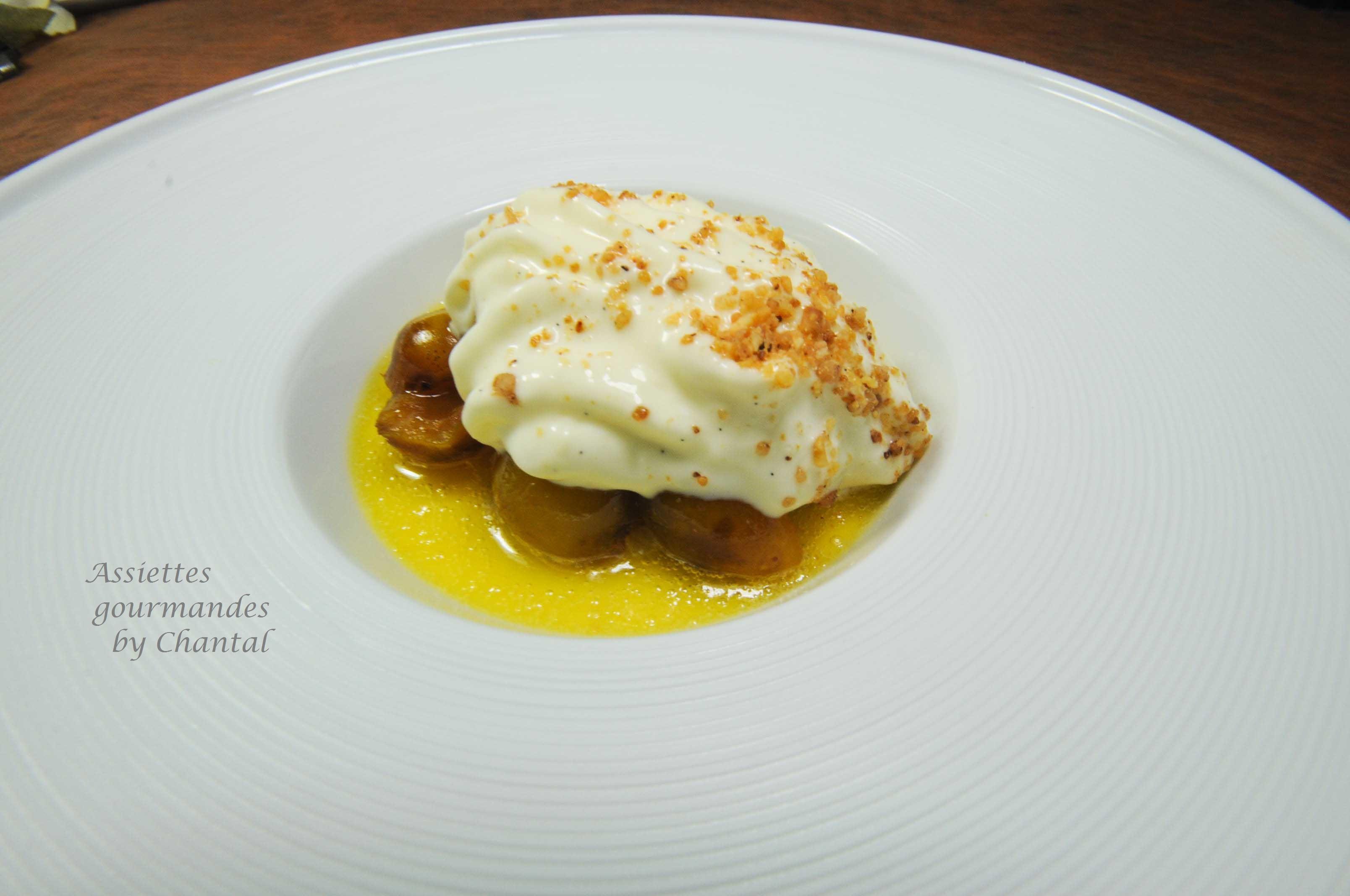 Crème au chocolat blanc, mirabelles poêlées et espuma mascarpone Amaretto -